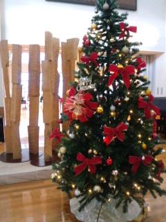 赤いクリスマスツリー.jpg